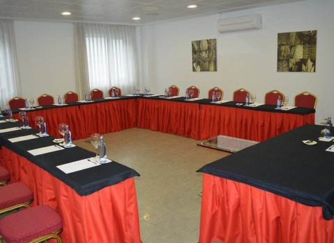 Fully equipped meeting rooms with professional environment