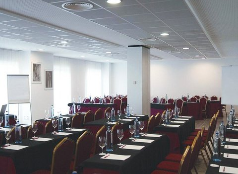 5 meeting rooms with different capacities